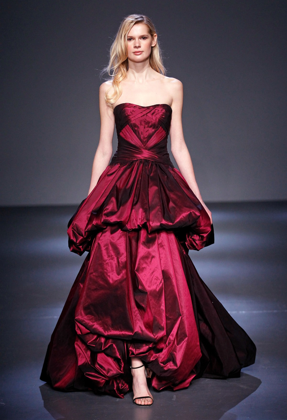 Pamella Roland Fall 2018 Runway I Burgundy Tiered Taffeta Ballgown #NYFW #WinterFashion