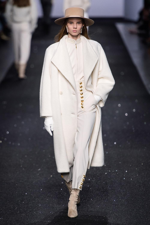 Best Milan Fashion Week Looks I Alberta Ferretti Fall 2019 Runway #FashionWeek #HighFashion #MFW