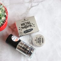 Essence Metal Shock пудра за маникюр - огледален маникюр у дома