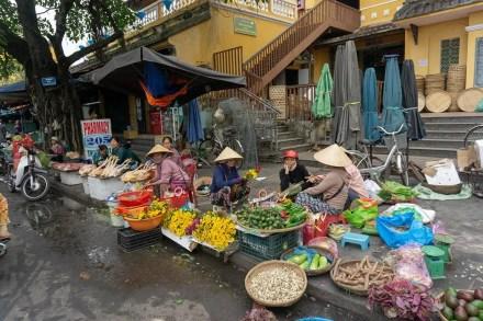 hoian street market