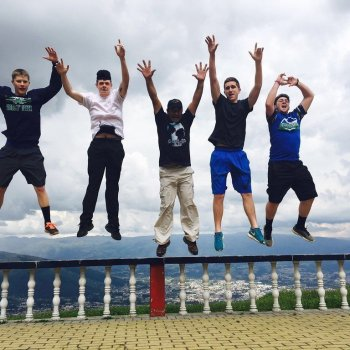 college students traveling around the world