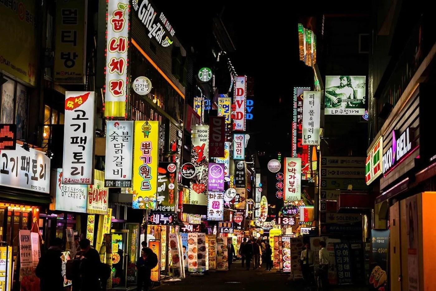 walking dwontown in korea