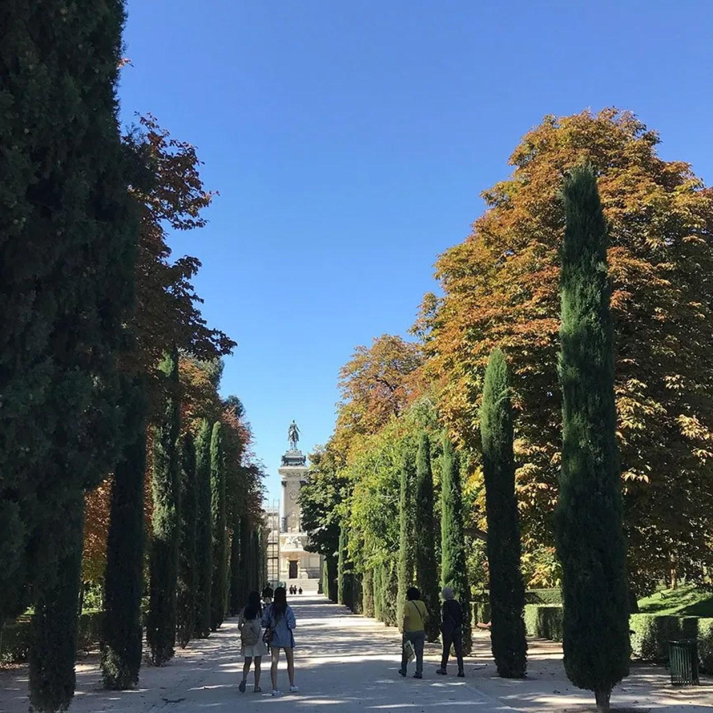 Going for a walk in Retiro park