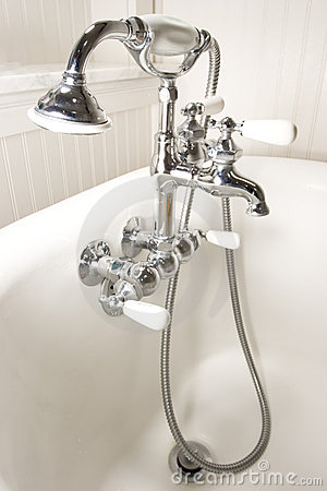 Royalty Free Stock Photography: Bath tub faucet. Image: 908357