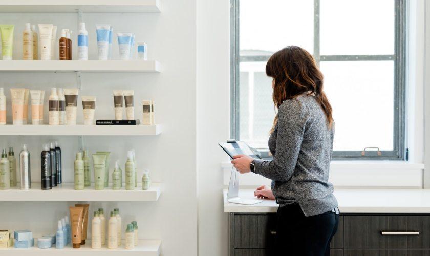 Il ruolo del cosmetico e dermocosmetico in farmacia