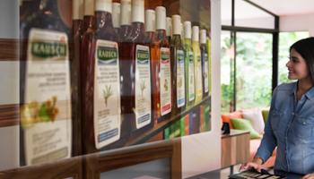 Quali prodotti naturali scegliere per i capelli grassi - Raush Herbal