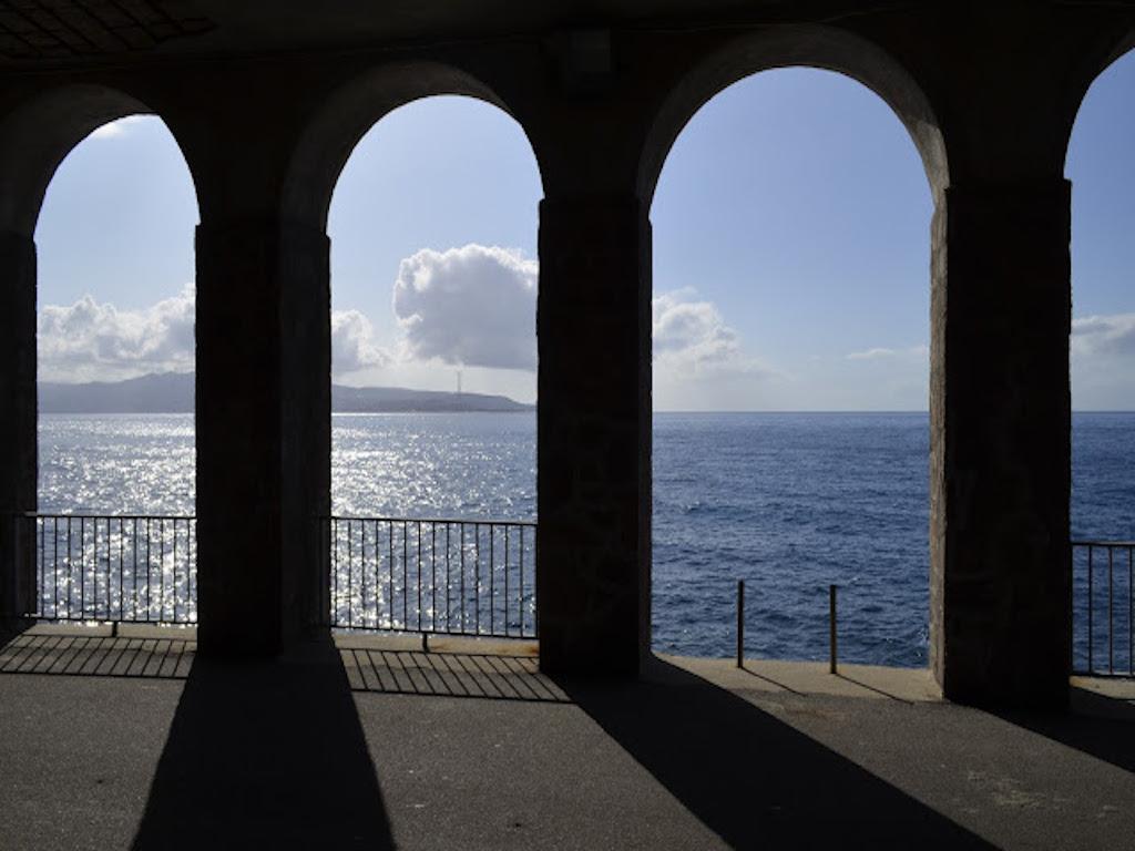 Scilla: gioiellino tutto italiano che si erge su una suggestiva scogliera a picco sul mare