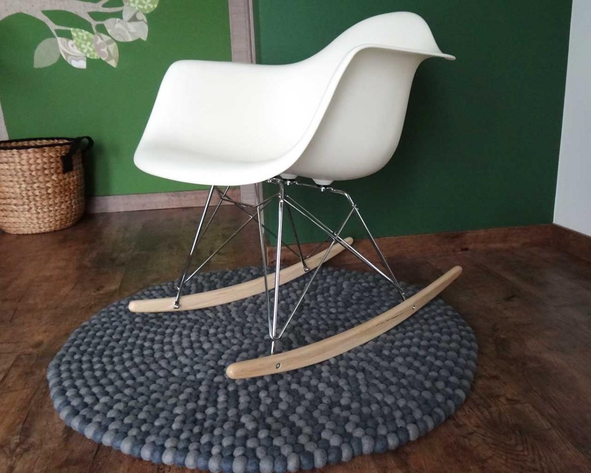 Sedia a dondolo gioco soggiorno pavimento in legno feltcarpet