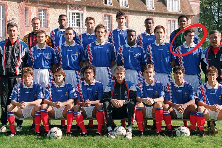 24 mayıs 1966 marsilya), fransız aktör, yönetmen, yapımcı ve santrafor mevkinde forma giymiş eski profesyonel futbolcudur. Remembering Zinedine Zidane S Stunning International Debut For France