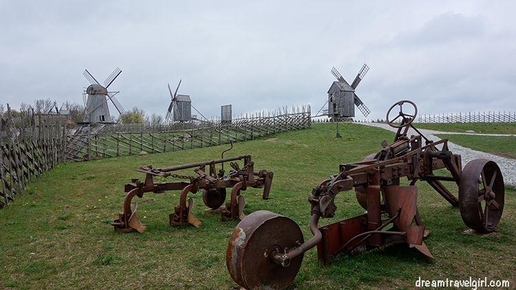molines de viento en la isla Saaremaa, en Estonia