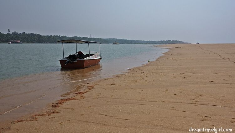 India_Kerala_Poovar_backwaters07