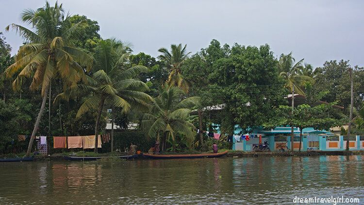 Most houses are constructed near the water