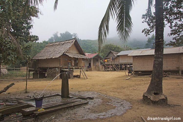 Laos_Huay-Bo_village02