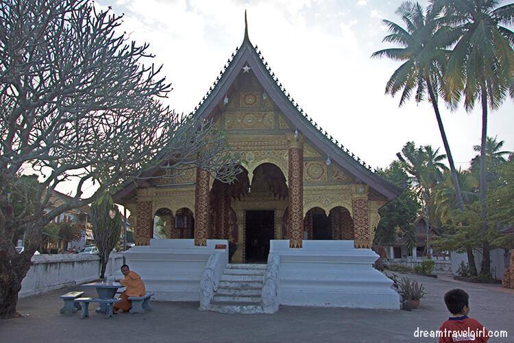 Laos_Luang-Prabang_temple-wat08