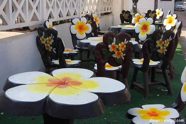 Laos_Vientiane_flower-tables