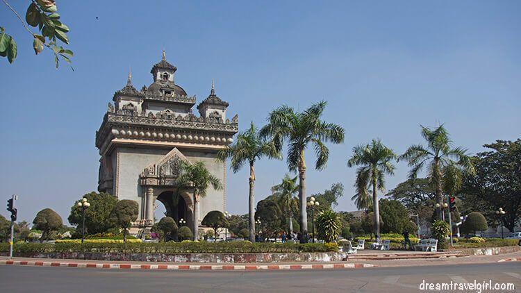Laos_Vientiane_street03