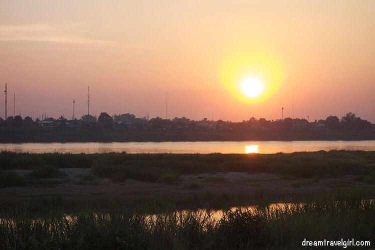 Laos_Vientiane_sunset-Mekong