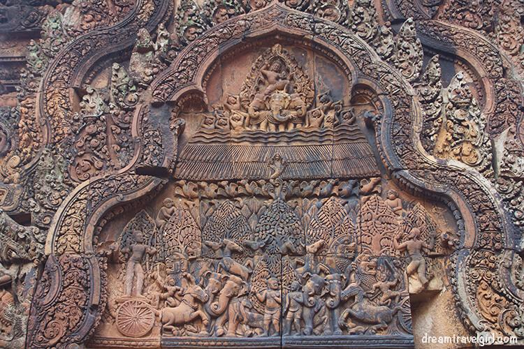 Banteay Srei: detailed carvings