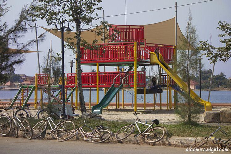 Cambodia_Kampot_childrens-park