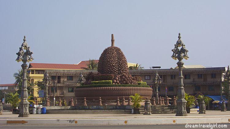 Cambodia_Kampot_statue-durian-fruit