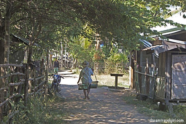 Laos_4000islands_Don-Khon_village5