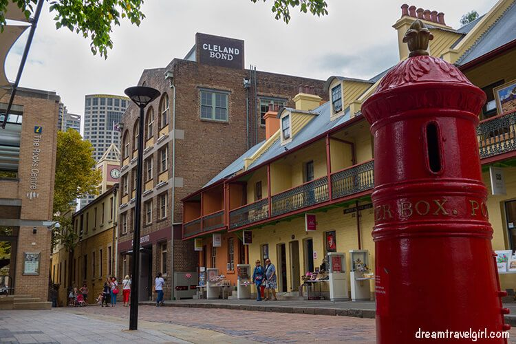 Australia_Sydney_street-center