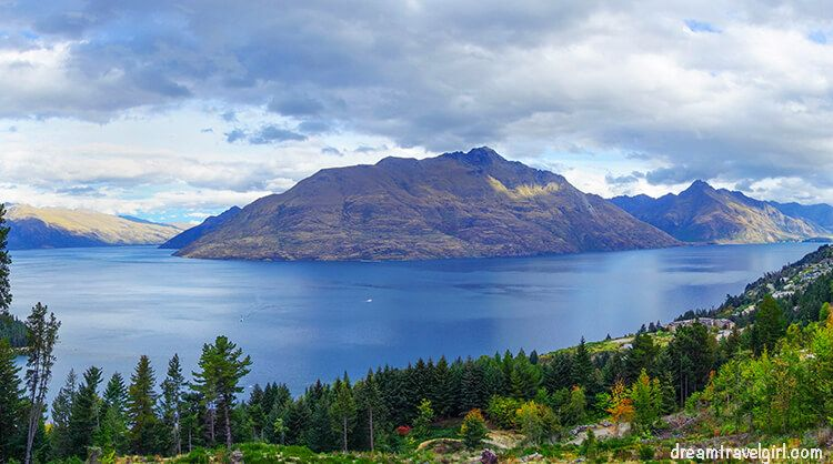 Views of lake Wakatipu in Queenstown