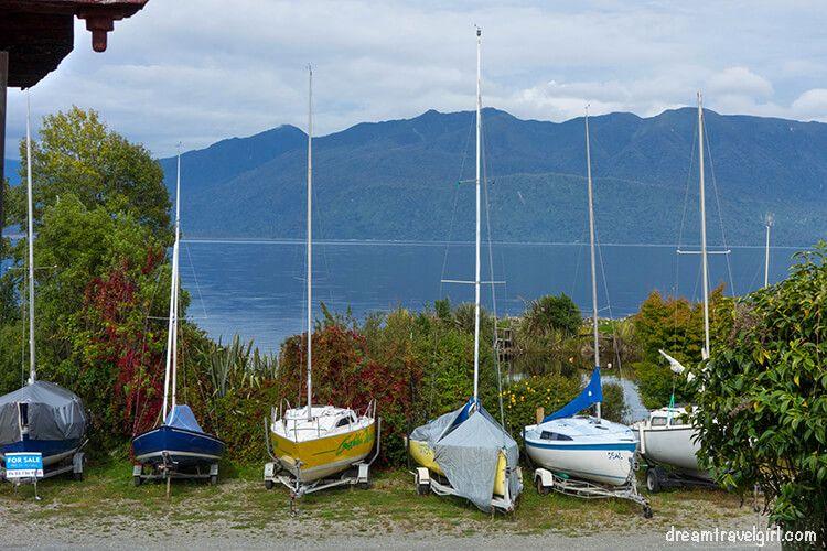 New-Zealand_TranzAlpine18_boats