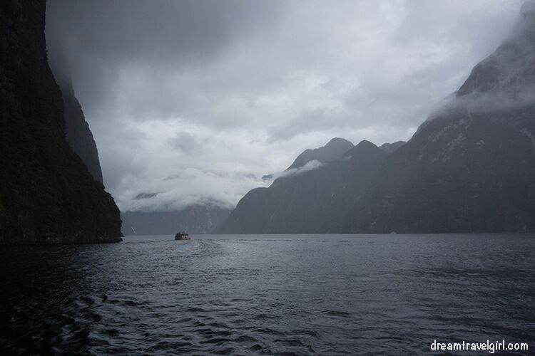 New-Zealand_Milford-Sound-clouds02
