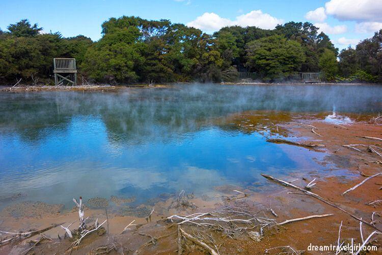 New-Zealand_Rotorua_Kuirau-park04_colorful-lake