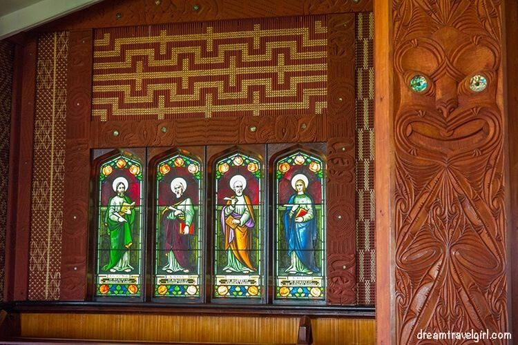 New-Zealand_Rotorua_Ohinemutu06_Anglican-church_maori-carving