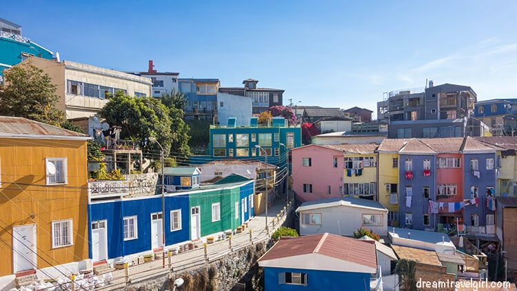 Chile_Valparaiso_colorful-houses01