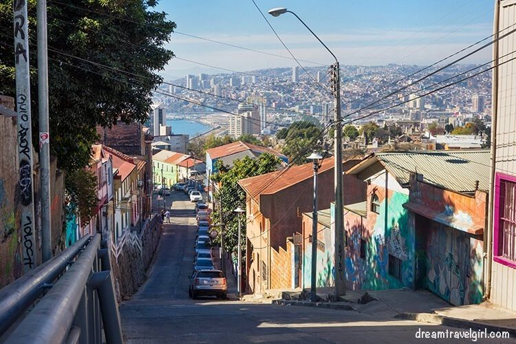 Chile_Valparaiso_steep-street01