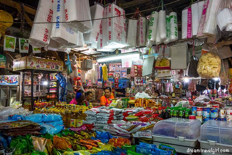 Ban Mae Ma Lai market: stands, food, colors