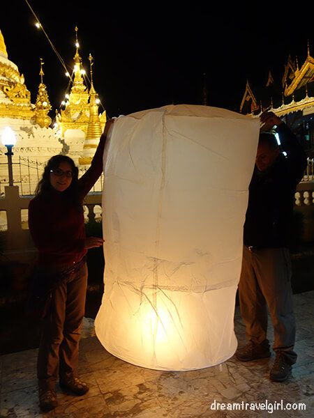 Holding the sky lantern