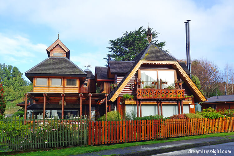 Houses in Frutillar: mix of Chilean and German architecture