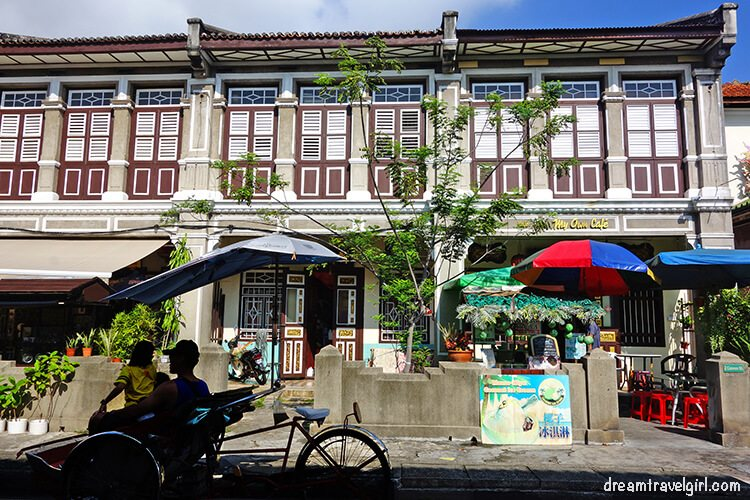 Colonial houses and rickshaw in Georgetown