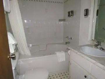 Viamede Resort Cottage bathroom mf