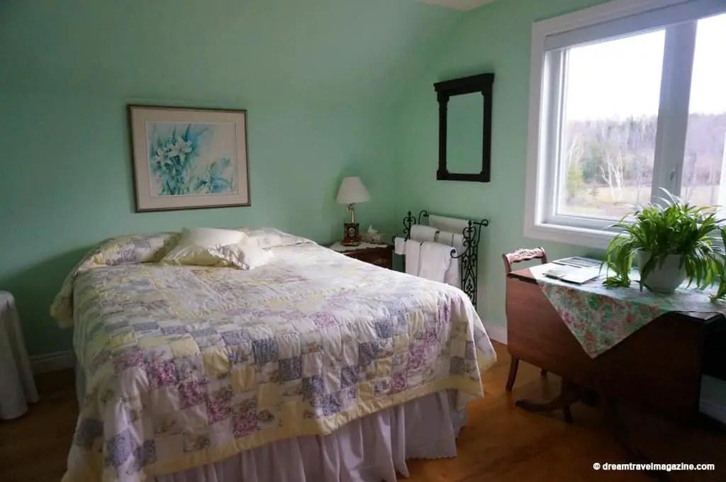 Deakins-Bed-and-Breakfast_Killaloe_Ontario Highlands_01