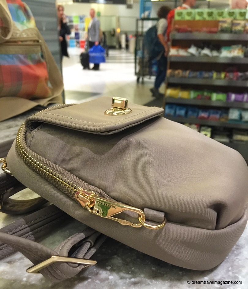Travelon_tailord_collection_pocket-bag_airport