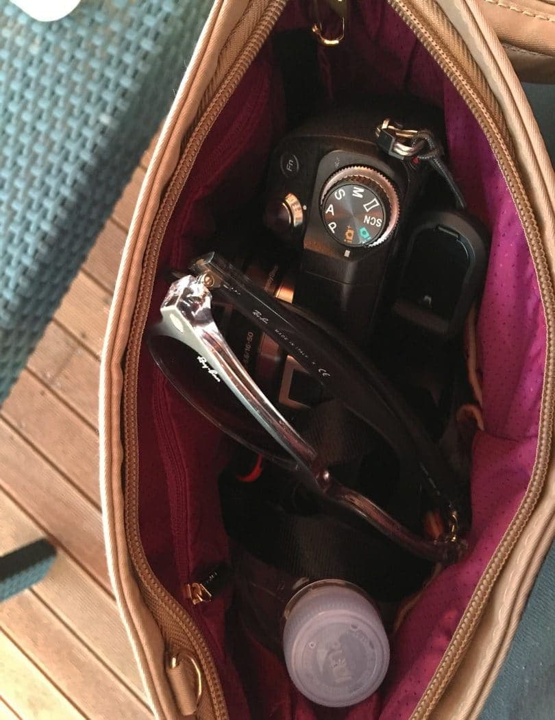 Travelon_tailored_collection_saddle_bag_inside