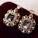 Earrings with Pearls and stone.