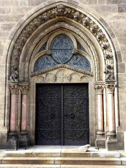 Eingangstor Herz Jesu Kirche