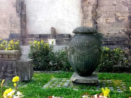 Steinvase für der Alten Zionskirche