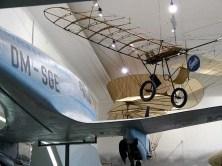 Altes Flugzeug im Verkehrsmuseum Dresden