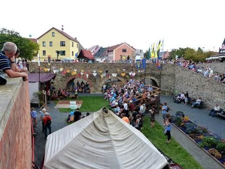 Tag der Sachsen 2014 Innenhof mit Besuchern