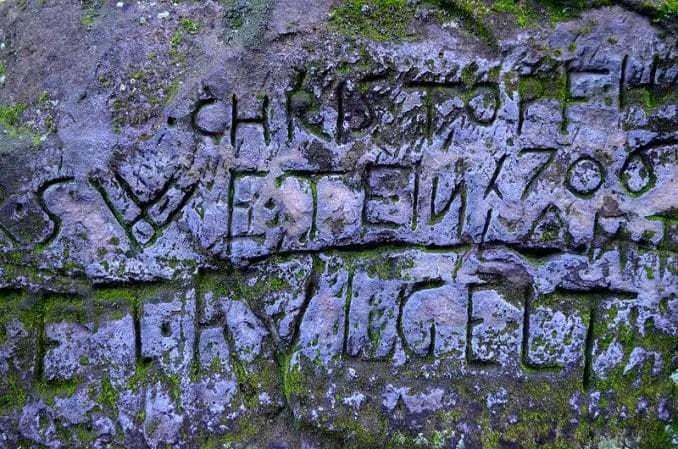 Ausflugsziel Bastei und Felsenburg Neurathen in der Sächsischen Schweiz Schrift im Stein