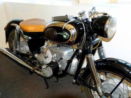 Schwarzes Motorrad mit Gold