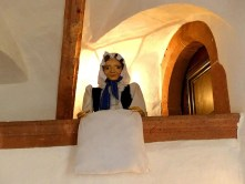 Alte Frau Puppe in der Burg