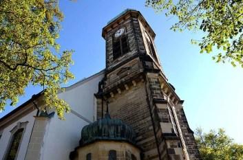 Blick zum Kirchturm hinauf